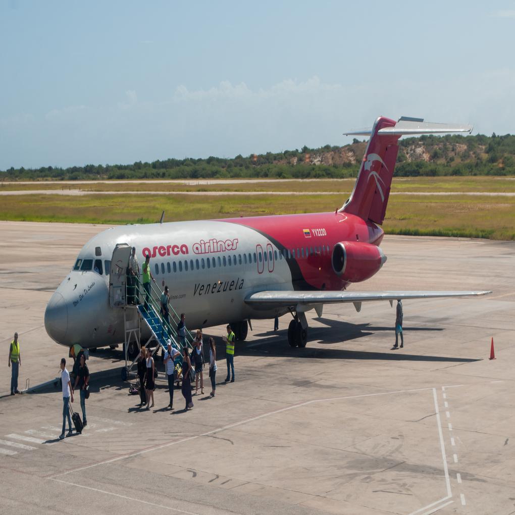 Escasez de vuelos en Venezuela la desconecta del mundo