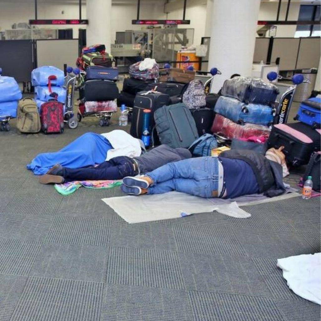 Venezolanos siguen varados en el Aeropuerto Internacional de Miami