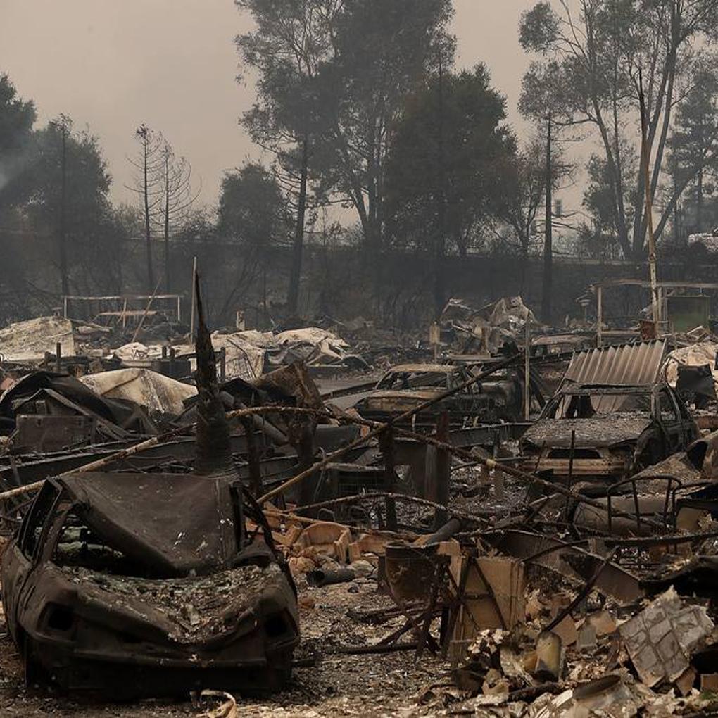 Incendio en California deja 10 muertos y 1 mil 500 edificios destruidos