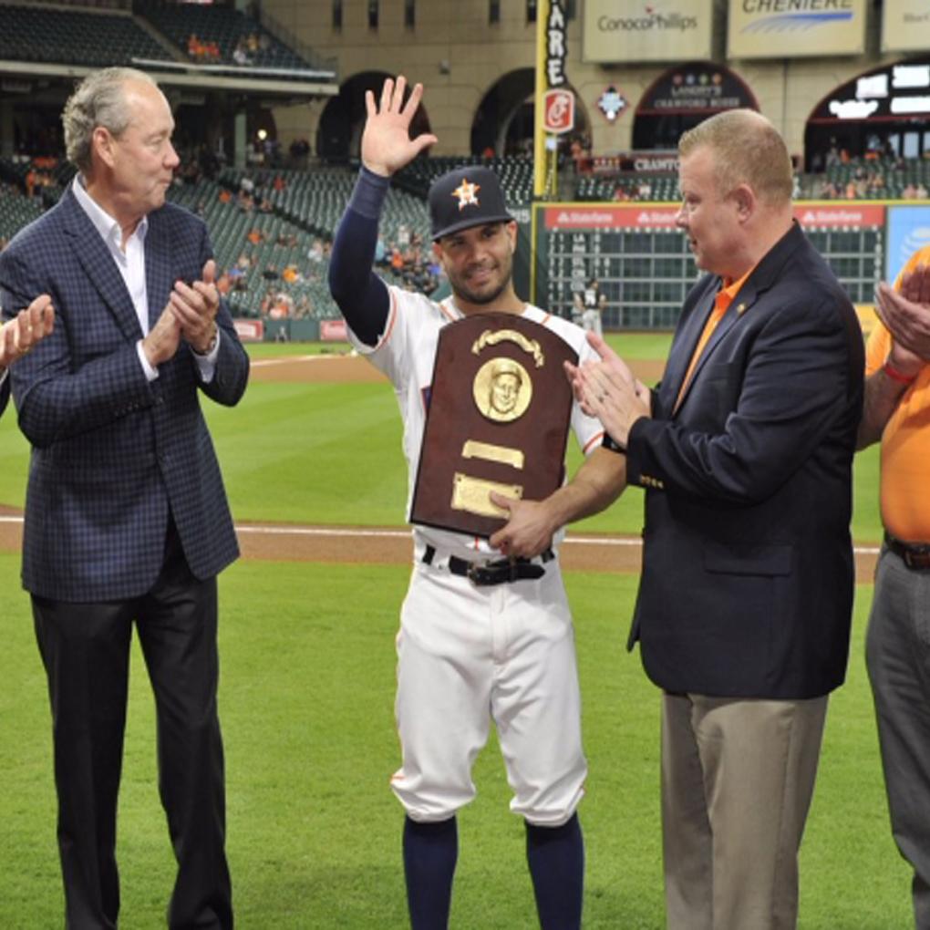 José Altuve gana el premio Lou Gehrig Memorial Award