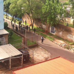 Indígenas acatan paro cívico activo trancando frontera venezolana
