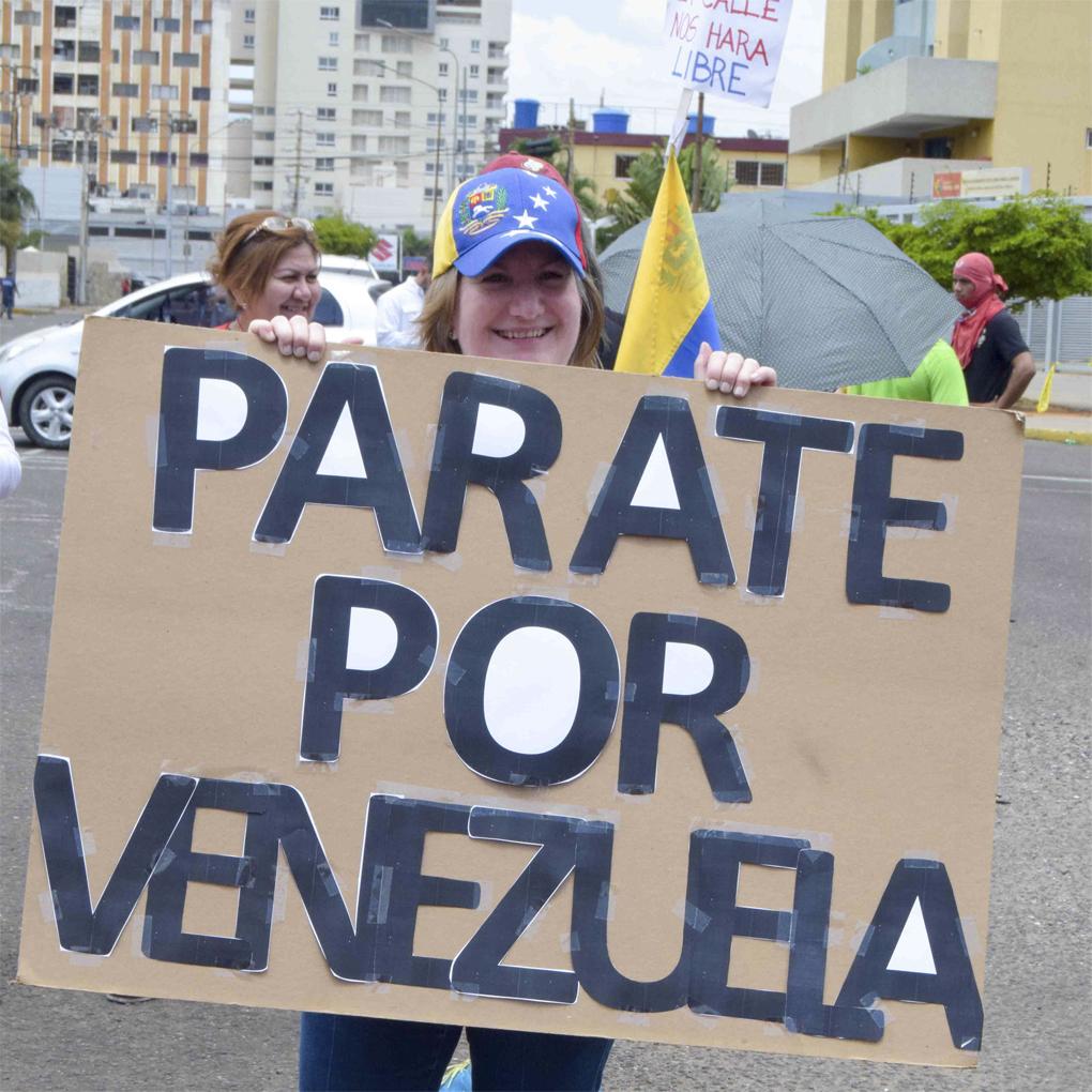 Trancón nacional en Venezuela por David Vallenilla
