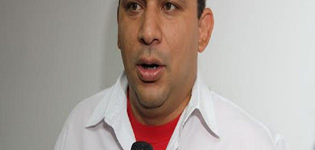 Vea como  el alcalde Pedro Bastidas empuña las armas contra el «imperialismo»  (Vídeo)