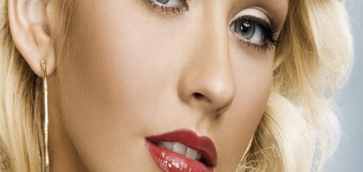 ¡Al natural! Christina Aguilera se muestra sin una gota de maquillaje en sesión fotográfica