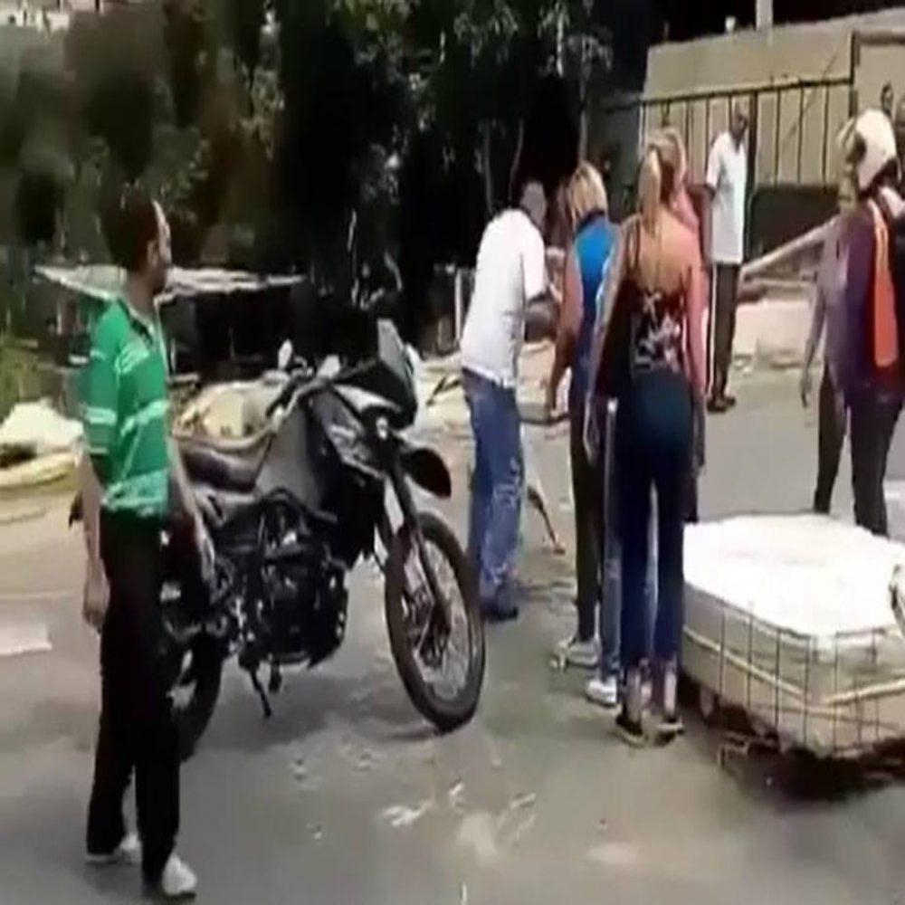 Hombre disparó a un perro en medio de una manifestación