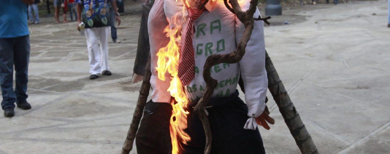 Quema de Judas, una tradición que condena a los políticos