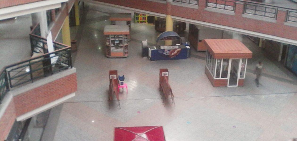 Centros Comerciales padecen la crisis en Semana Santa