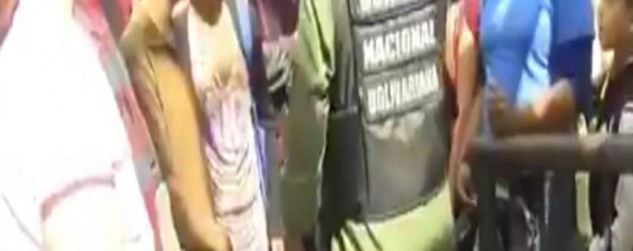 Pacientes renales protestaron en las cercanías al Palaciode Miraflores (Vídeo)
