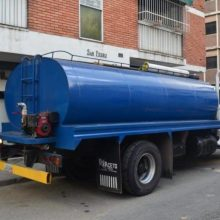 Caraqueños pagan hasta Bs 20 millones por camión cisterna