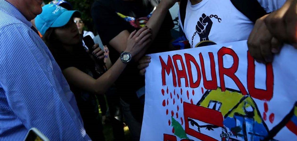 Venezolanos en Chile protestan durante la reunión del Grupo de Lima