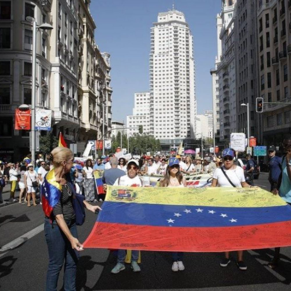 Venezolanos en Madrid marchan y recogen firmas el día que Nicolás Maduro busca su reelección