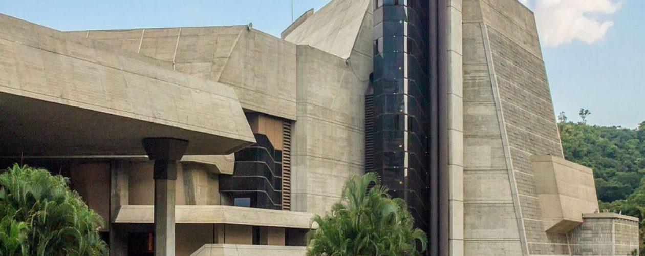 Teatro Teresa Carreño un complejo imponente sumergido en grietas y oscuridad