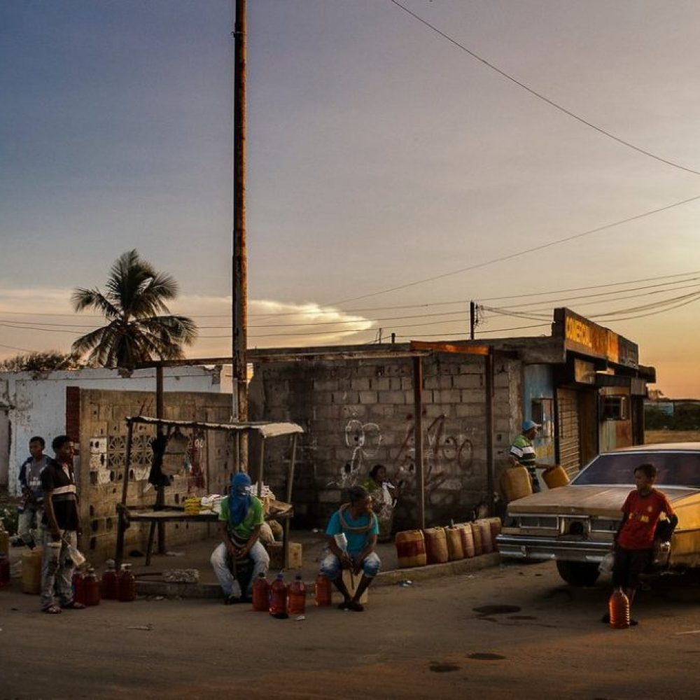 Artículo sobre niños que trafican gasolina en La Guajira gana Premio Rey de España