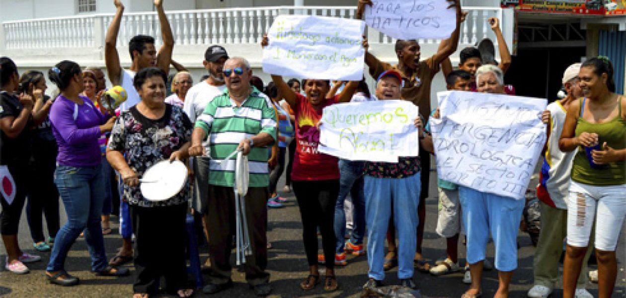 ¡No hay agua! Trancan las calles en protesta