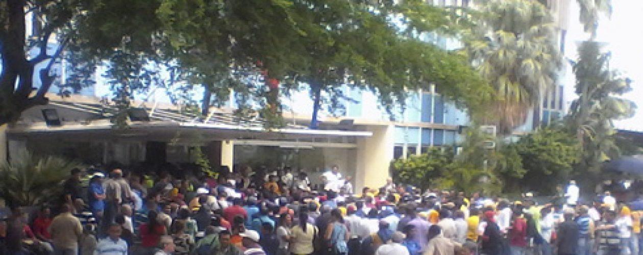 Trabajadores de Maracaibo exigen el pago del aumento salarial 2016