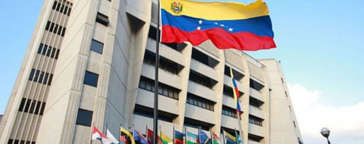 Capriles convoca a marchar hacia las sedes del TSJ