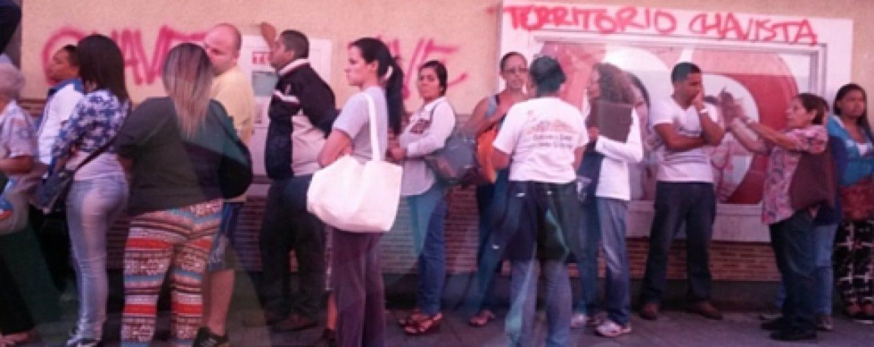 En Caracas continúan las colas: «Nosotros somos los únicos perdedores»