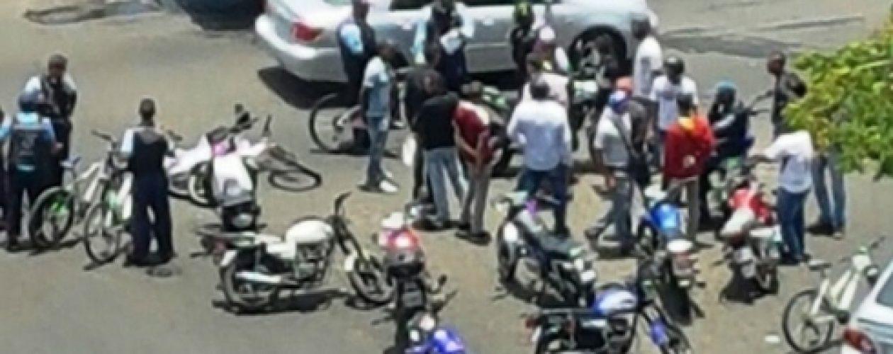 """Colectivos del oficialismo asaltan durante """"toma de Guayana"""""""
