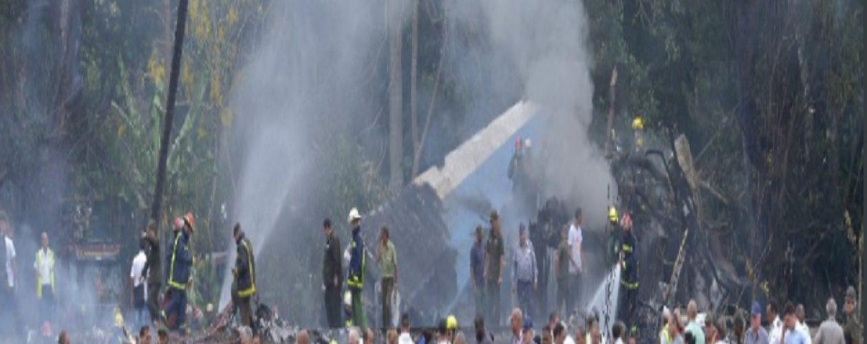 Avión de Cubana de Aviación  cayó en La Habana después de despegar