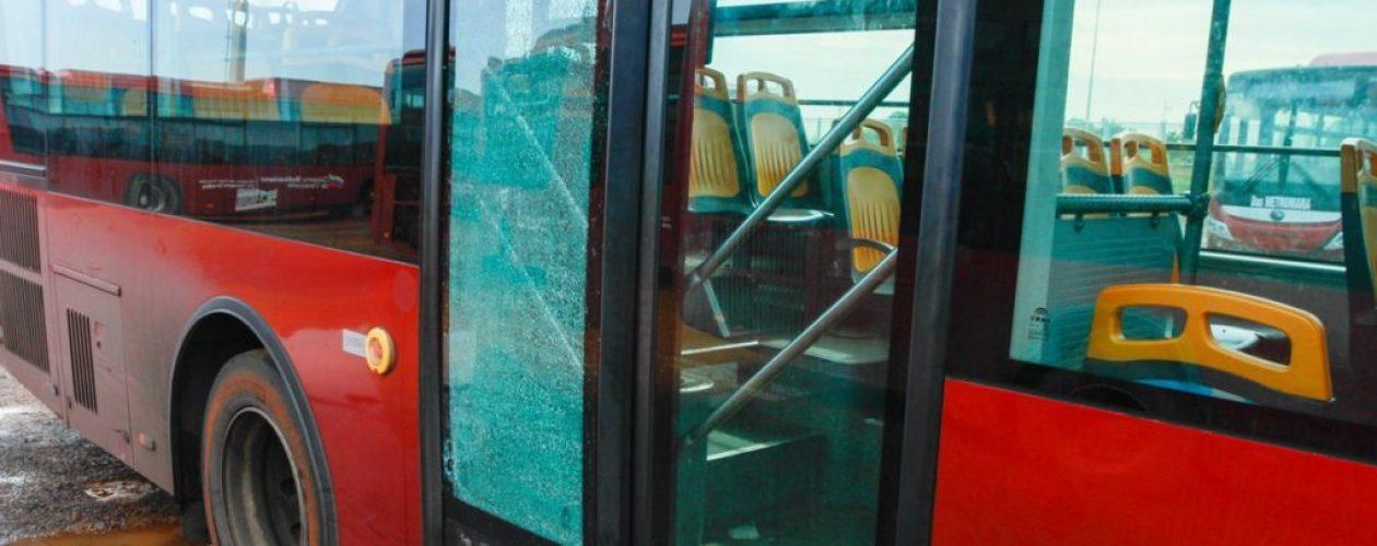 Así transita un metrobús por la autopista Petare-Guarenas en revolución (Video)