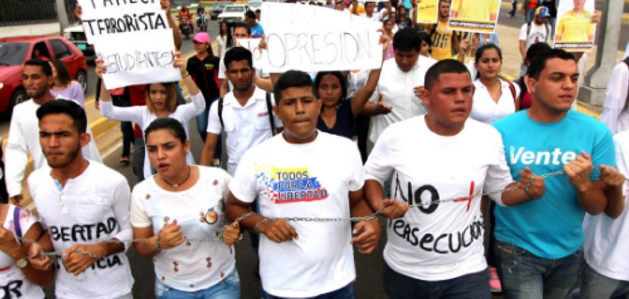 Estudiantes marchan en Zulia por la libertad de los presos políticos