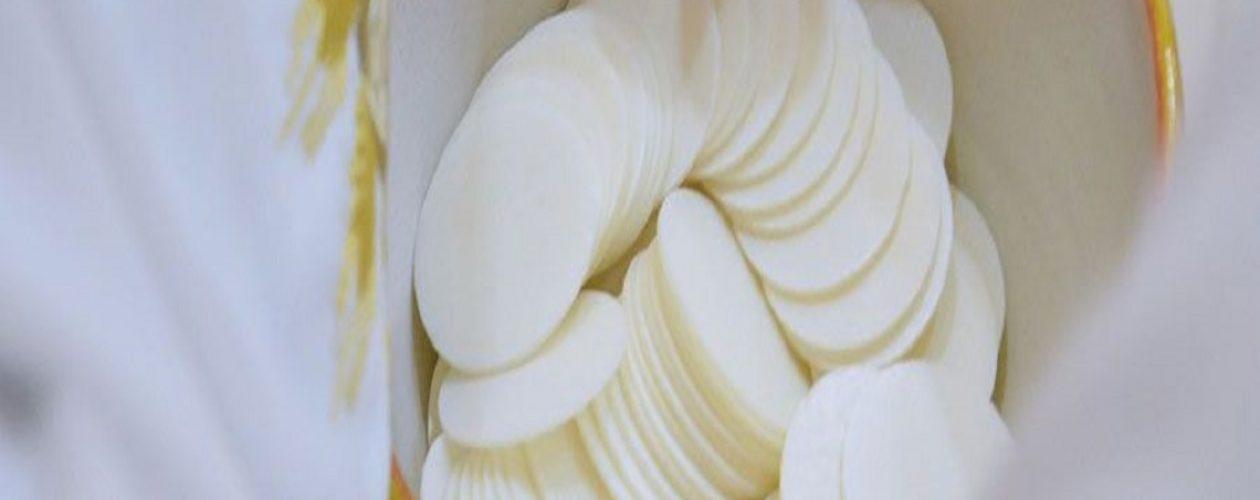 Algunas iglesias no repartirán la hostia por el alto costo de la harina