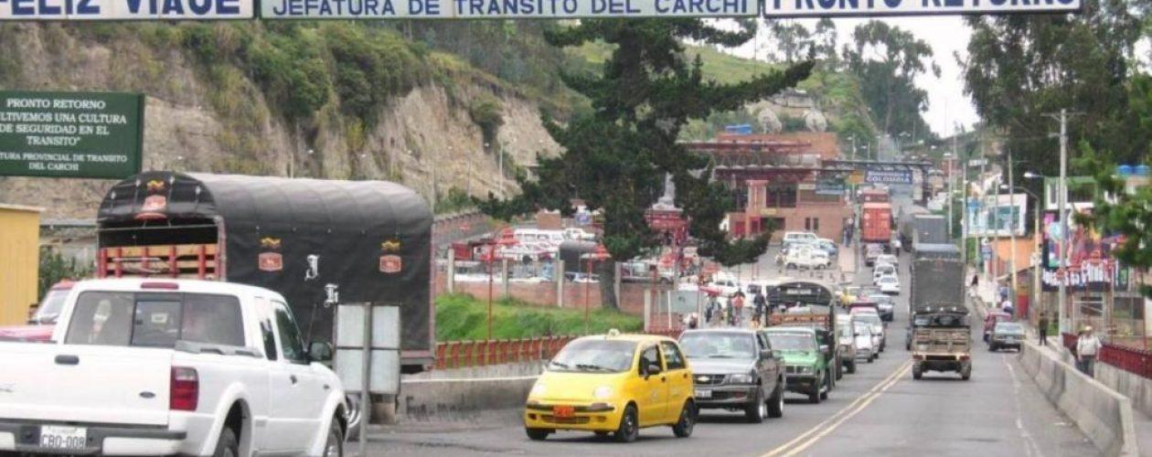 Al menos 3.000 venezolanos cruzan a diario la frontera de Colombia con Ecuador