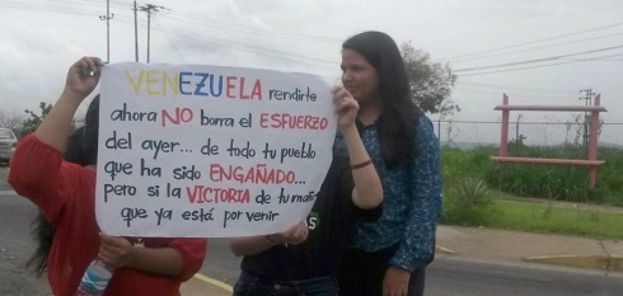 Venezolanos dicen sí a recolección del 20% de firmas para revocar a Maduro
