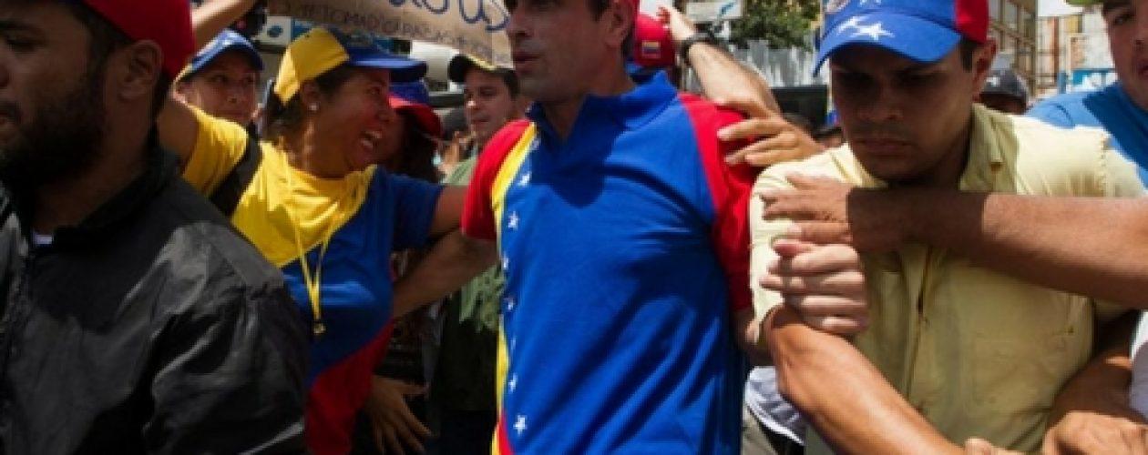 Henrique Capriles sorprendido por encapuchados en aeropuerto de Margarita