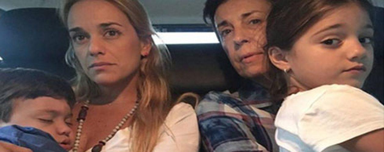 """Lilian Tintori denuncia nueva """"requisa vejatoria"""" en Ramo Verde"""