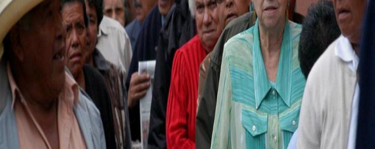 Manifestaron pensionados en Carabobo por falta de efectivo