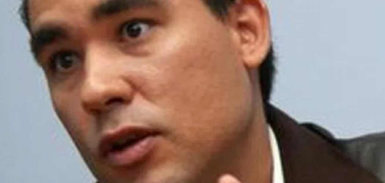 Dante Rivas le da hasta con el tobo al MPPRE