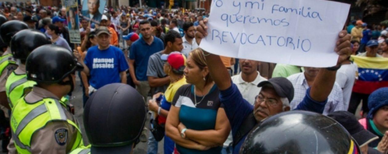 Venezolanos se movilizan para exigir la recolección del 20% de firmas para revocar mandato de Maduro