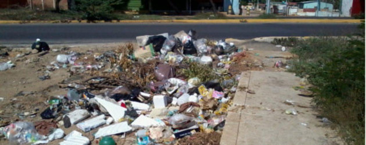 Habitantes de Maracaibo denuncian que viven entre la basura
