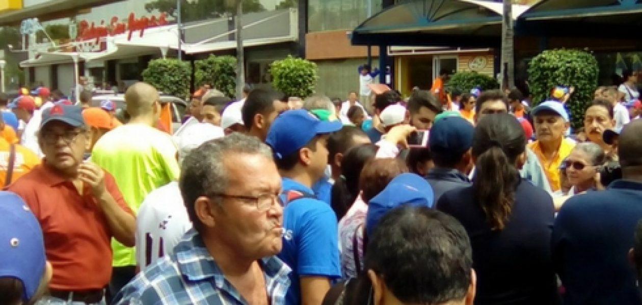 Marcha al CNE truncada en Aragua por colectivos motorizados