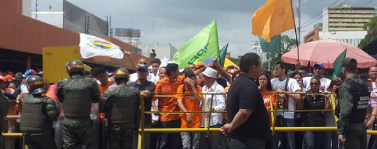 Marcha al CNE: Aragua entregó documento para recolección del 20%