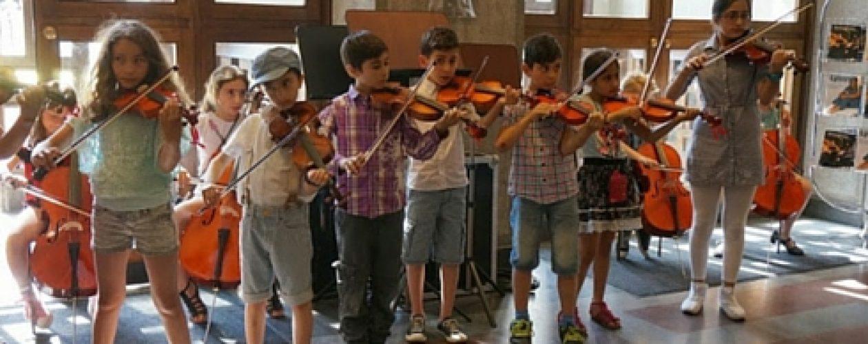 Venezolano crea la Orquesta de Sueños El Sistema Suecia con jóvenes refugiados