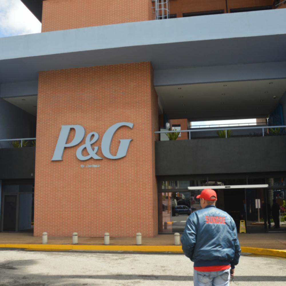 P&G y Nestlé son obligados por la Sundde a colocar precios de diciembre