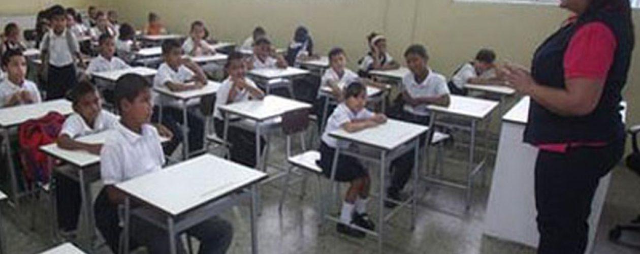 Pago a docentes y jubilados será con aumento salarial del 40%