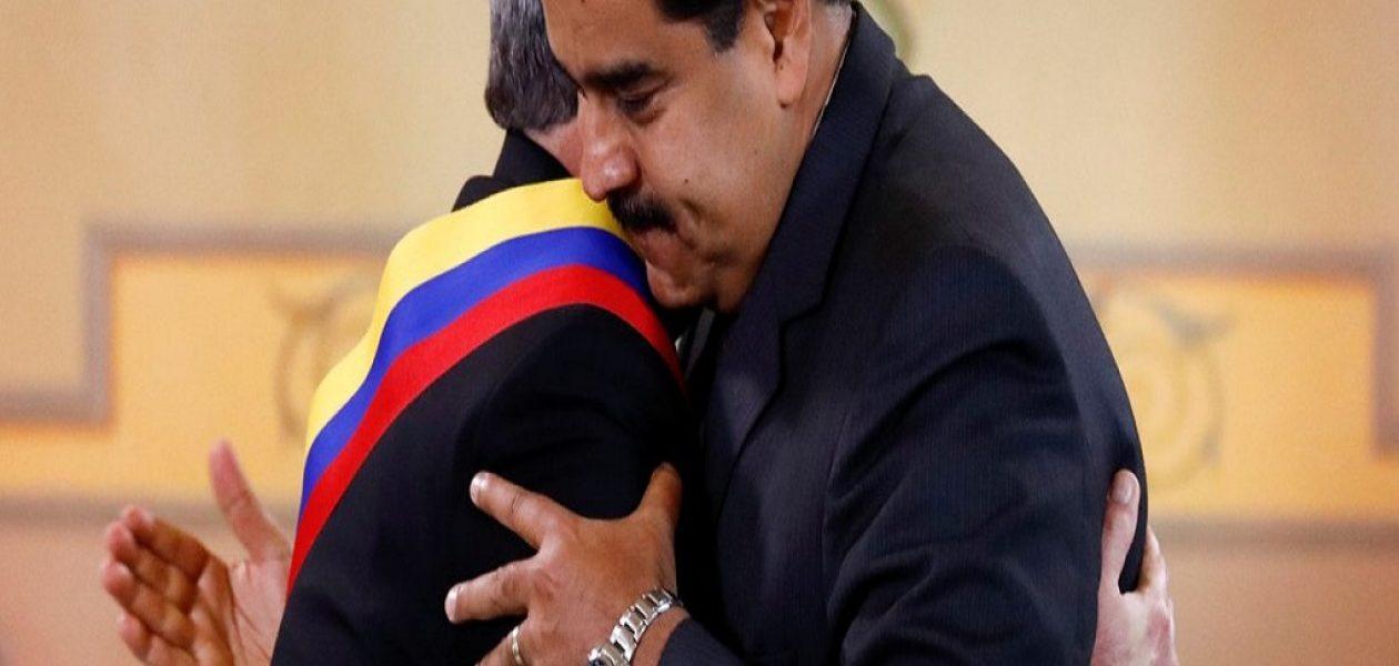 Maduro condecoró con la banda presidencial de la bandera de Venezuela al Presidente de Cuba
