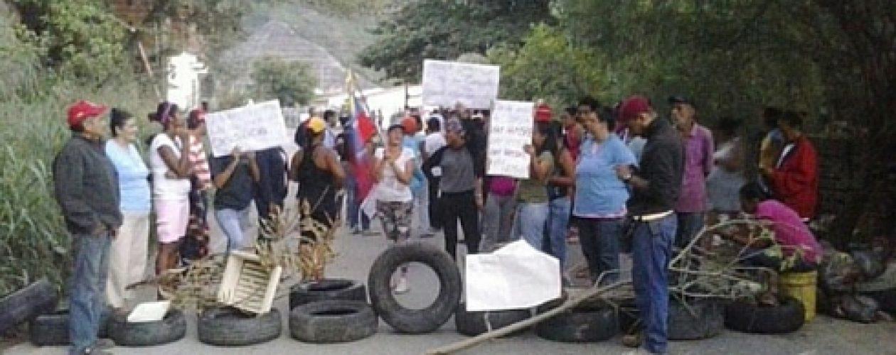 Protestan en la carretera vieja Petare- Guarenas por la escasez de alimentos