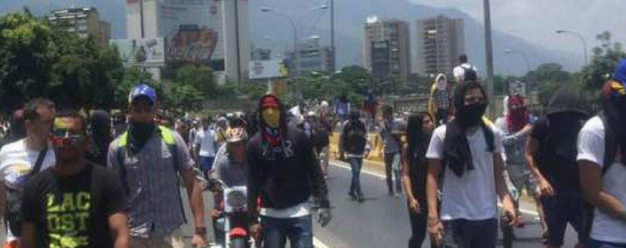 Protestas mantienen trancadas varias carreteras del país