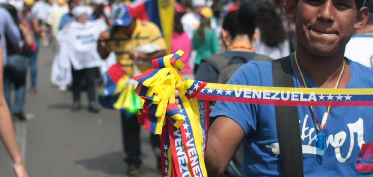 Pese a protestas en Venezuela continúa la rutina por subsistir