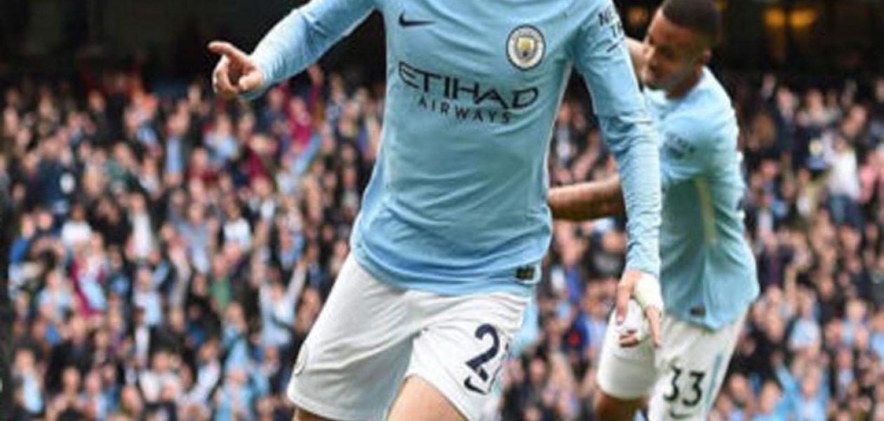 El Manchester City golea 5-0 al Swansea con invasión de la hinchada incluida