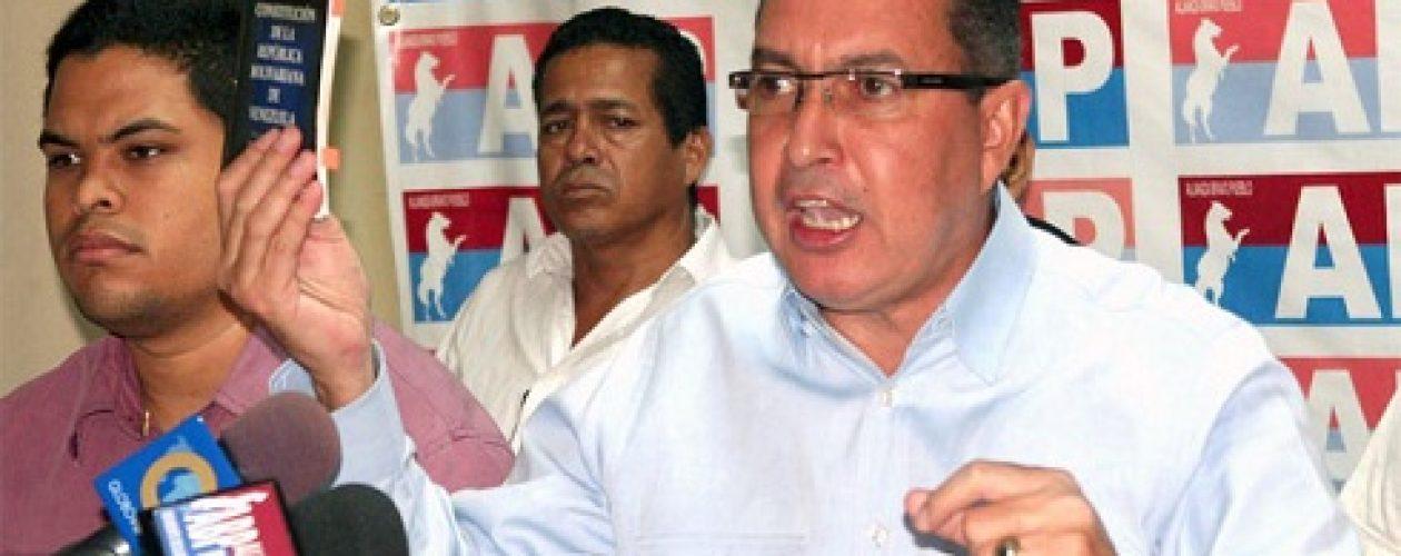 """Richard Blanco: """"Magistrados del TSJ deben ir tras las rejas"""""""