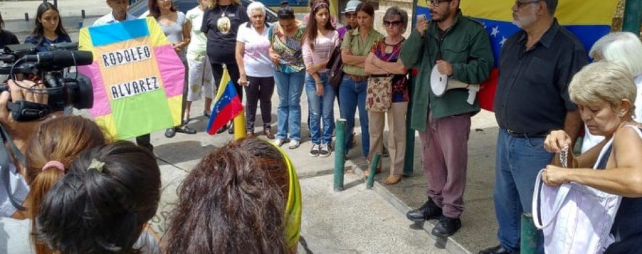 Rinden homenaje a Rodolfo Álvarez, víctima de la represión del pasado 1M