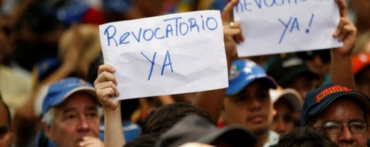 Sociedad civil cierra vía en Chacaíto en apoyo a la Toma de Caracas
