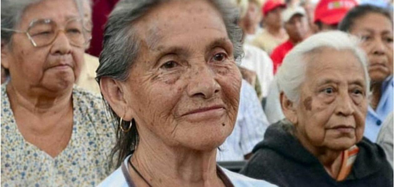 Pensionados por jubilación en España pasarán las navidades sin dinero