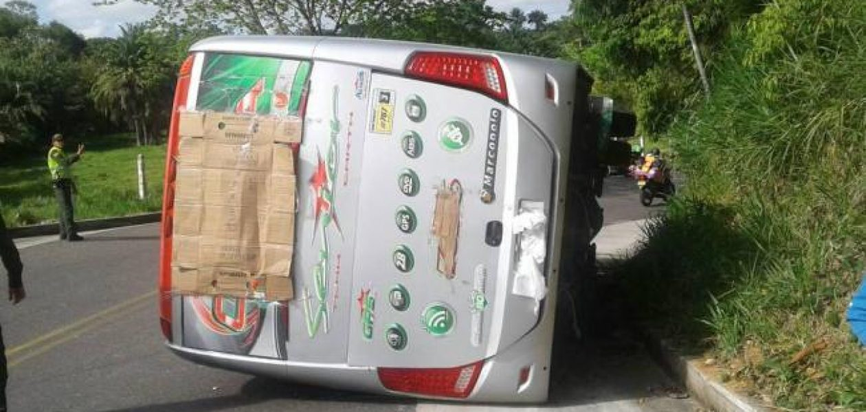 Al menos 38 venezolanos heridos tras volcar autobús donde viajaban a Bogotá