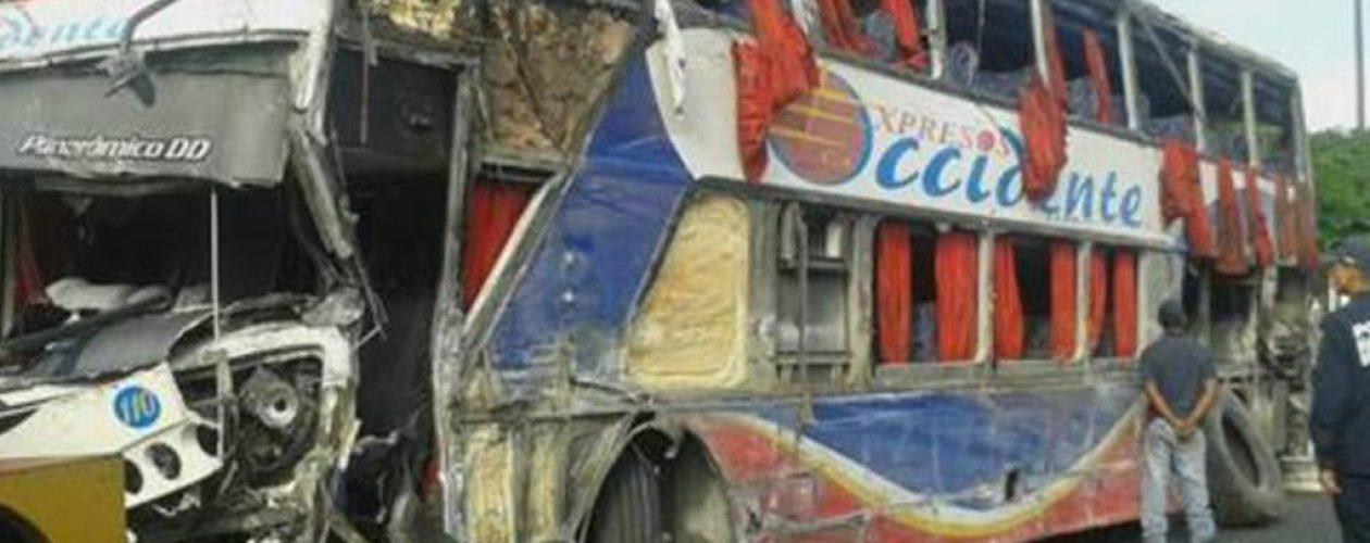 Accidente en Carabobo deja cinco muertos y 40 heridos